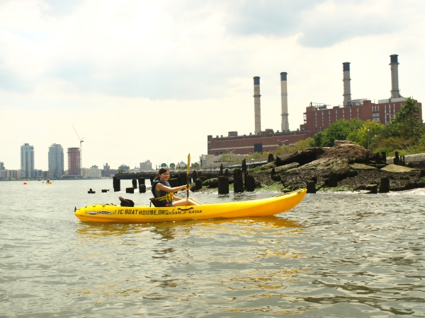 A kayaker enjoys Stuy Cove Park (Photo by Maria Rocha-Buschel)