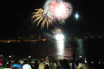 An evening celebration for Waterside's 40th anniversary concluded with a fireworks display over the East River. (Photo by Keith Bedford)