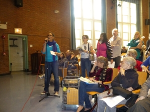 Stuyvesant Town resident Liza Sabater asks a question as other tenants line up to do the same. (Photo by Sabina Mollot)