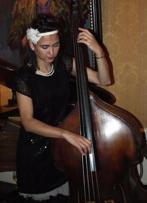 Bassist Brandi Disterhelft plays with Svetlana and the Delancey Five at the Players' Kinstler Room. (Photo by Maria Rocha-Buschel)