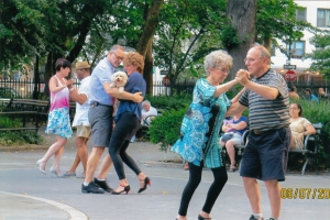 Tango lesson at Stuyvesant Square Park (Photo by Ute Lechmig)