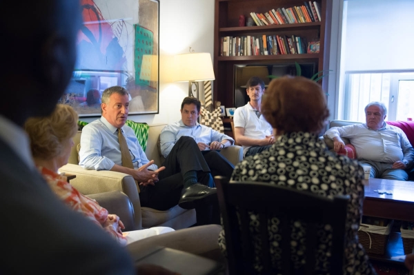 Mayor Bill de Blasio, seated with Council Member Dan Garodnick, ST-PCV Tenants Association President John Marsh and others, meet at Garodnick's apartment on Tuesday. (Photo by Bob Bennett, mayor's office)