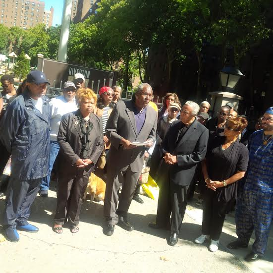 Assemblyman Keith Wright with tenants at Riverton (Photo courtesy of Assemblyman Wright)