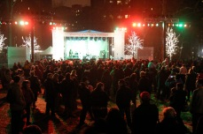 The holidays are celebrated with a concert by rock band Fountains of Wayne in 2007. There was also a performance by a chorus and several original residents were invited to light the Christmas tree, a 44-foot spruce.