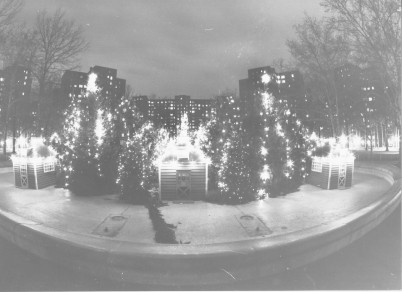 Stuy Town Christmas decorations in 1982 (T&V archives)
