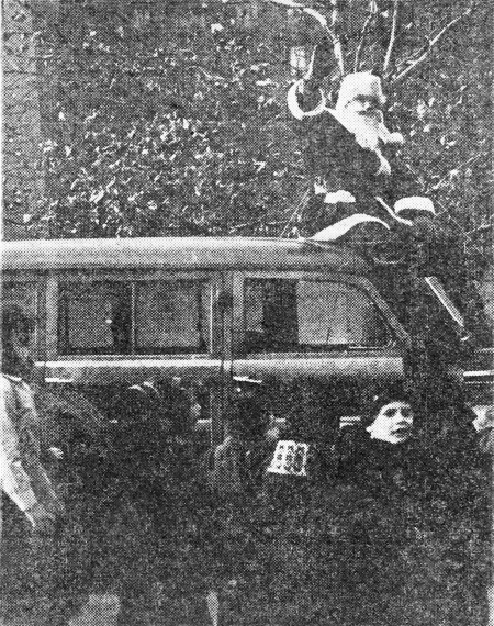 Santa (Town & Village publisher Charles G. Hagedorn) arrives at the Oval where he took over 250 photos with kids in 1949. (Photo from T&V archives)