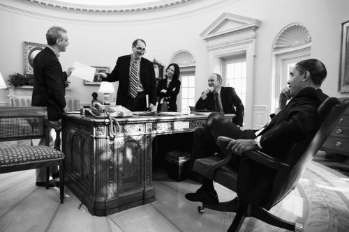 President Barack Obama (right) with David Axelrod (second to left) and others in the Oval Office (Photo by Pete Souza/ White House)