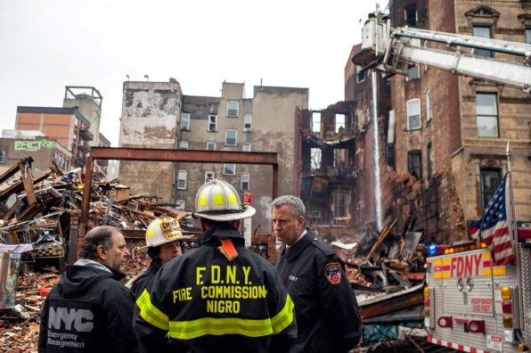 The mayor with the FDNY in front of the collapsed buildings (Photo by Robert Bennett/Mayoral Photography Office)