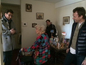 Last April, restaurateurs Scott Conant of Scarpetta and Ryan Hardy of Charlie Bird delivered meals to seniors in Stuyvesant Town as part of the Chefs Deliver program. (Photo by Sabina Mollot)