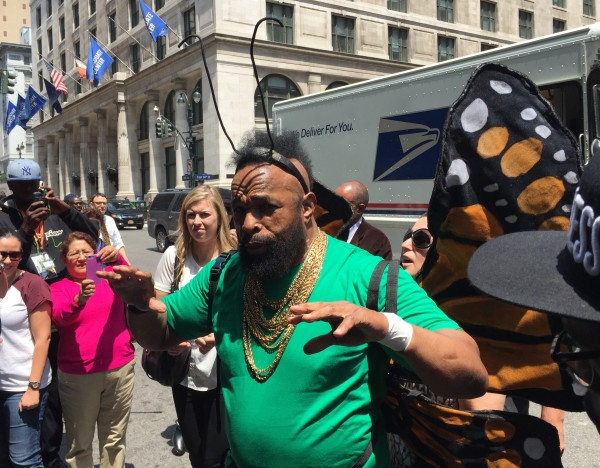 Mr. T delights the crowd during an impromptu promotional event for Fuze drinks. (Photo by Sabina Mollot)