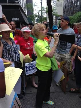 ST-PCV Tenants Association Chair Susan Steinberg and other tenants at a vigil on Sunday outside the midtown Manhattan office of Governor Cuomo. (Photo by Anne Greenberg)