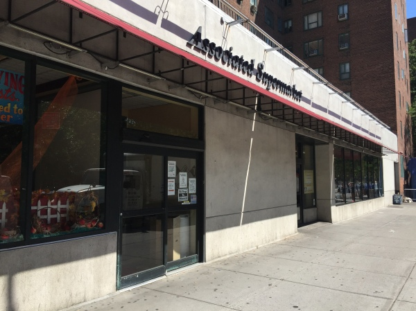 The Associated's owners recently closed a Third Avenue Met Foods supermarket. (Photo by Sabina Mollot)