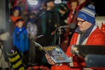 Rick Hayduk reads 'Twas the Night Before Christmas. (Photo by David DuPuy)